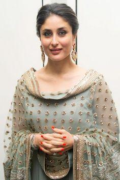 Kareena Kapoor Dresses are available online to buy. Checkout her replica Salwar Kameez, Anarkali Dresses, Designer Sarees, Lehenga Choli etc. Churidar, Anarkali, Lehenga, Indian Salwar Kameez, Indian Suits, Indian Attire, Indian Wear, Bollywood Stars, Bollywood Fashion
