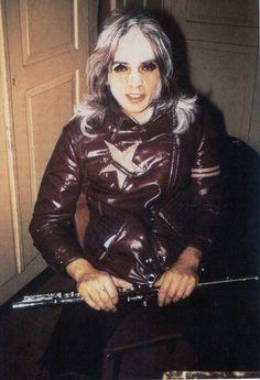 Young Peter Gabriel (Genesis era)