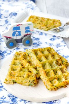 Gemüsewaffeln für Kinder aus dem Backofen Waffles made from potatoes, zucchini and carrots from the oven. Fast vegetable waffles for children out of the oven - packed with healthy vegetables. Baby Zucchini Recipe, Law Carb, Healthy Waffles, Baby Snacks, Homemade Baby Foods, Healthy Vegetables, Healthy Baking, Food Items, Vegetable Recipes