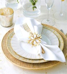 Golden table setting for the New Year. #plate #napkin #glass