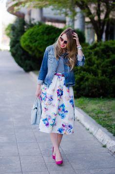 sheinside-floral-midi-skirt-striped-tee-denim-jacket-outfit-pink-shoes-zara-baby-blue-bag (10)