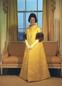 Lady Bird Johnson in her inaugural gown, There is another picture of her wearing a more form fitting dress. This could well be the coat that went over her gown. Presidents Wives, American Presidents, American History, First Lady Of America, American First Ladies, Vintage Gowns, Vintage Clothing, Vintage Fashion, Before Us