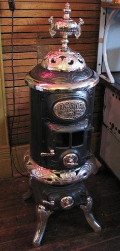 Mill Creek Antiques - Paxico, Kansas Antique Wood Stove, How To Antique Wood, Wood Burning Furnace, Old Stove, Cast Iron Stove, Vintage Stoves, Mill Creek, Leaf Blower, Retro Futurism
