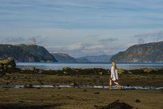 Séance photo Fjord du Saguenay  Tout bleu tout beau | Dyade photo Fjord, Photo Sessions, Monument Valley, Photos, Swimming, Mountains, Nature, Travel, Drink
