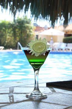 Отдых и расслабление у бассейна в роскошном отеле Велас Вальярта!