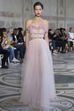 See the full Fall 2017 haute couture collection from Giambattista Valli. #jadealyciainc www.jadealycia.com