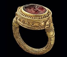 Greek ring, c., of carnelian engraved with head of Herakles set in gold with ropes, filigree, granulation. Greek Jewelry, Sea Glass Jewelry, Jewelry Art, Jewelry Gifts, Gold Jewelry, Fine Jewelry, Turquoise Jewelry, Witch Jewelry, Jewelry Making