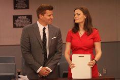 "Booth (David Boreanaz) & Brennan (Emily Deschanel) in the ""The Past In The Present"" episode of BONES."