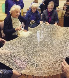Mary Kay shows us a fine lace shawl, made in Unst c.1930. Thankyou, everyone, at the Shetland guild of Spinners, Weavers and Dyers for a really inspiring, thought-provoking, and for me very humbling afternoon #amongknittinglegends #knitting #Shetland #inspiredbyshetland