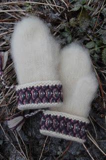 Swedish traditional Lovikka mittens | Rät Avig Fingerless Mittens, Knit Mittens, Knitted Gloves, Knitting Socks, Hand Knitting, Knitting Patterns, Crochet Hooded Scarf, Knit Crochet, Angora