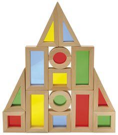 Houten blokken met een gekleurde plexiglas binnenkant, ideaal om op te bouwen voor het raam en te genieten van de regenboog kleurenpracht die tevoorschijn komt.