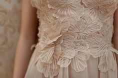 Íme a teljes Daalarna MIRROR esküvői kollekció Wedding Inspiration, Ruffle Blouse, Mirror, Check, Dresses, Women, Fashion, Vestidos, Moda