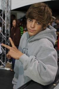 ryan sheckler when he was younger Hot Skater Boys, Ryan Sheckler, Z Cam, Tom Daley, Machine Gun Kelly, Celebrity Dads, Hugh Jackman, Tom Cruise, David Beckham