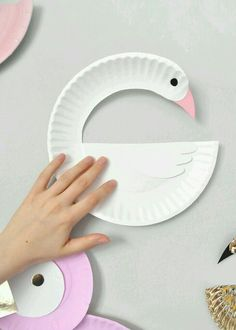 Paper Plate Birds DIY for Kids Paper plate crafts for kids diy crafts with paper plates - Diy Paper Crafts Bird Crafts, Animal Crafts, Fun Crafts, Diy And Crafts, Dinosaur Crafts, Ocean Crafts, Paper Plate Art, Paper Plate Crafts For Kids, Paper Plates