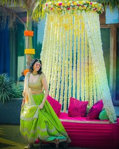 New Bridal Lehenga Yellow Mehndi Outfit Ideas Desi Wedding Decor, Wedding Stage Decorations, Wedding Mandap, Wedding Ideas, Wedding Mehndi, Wedding Receptions, Wedding Poses, Trendy Wedding, Wedding Pictures