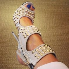 Head over Heels - Beige thorned heeled sandals, new shoes ideas. Hot Shoes, Crazy Shoes, Me Too Shoes, Shoes Heels, Shoes Sneakers, Sexy Heels, Pumps, Shoe Boots, Heeled Boots