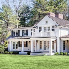 My weekly Sunday 7 post - home, fashion, and life. Xo-S *** See this awesome article Design Studio, House Design, Studio Mcgee, Villa, Dream House Exterior, Colonial House Exteriors, White Houses, House Goals, Home Interior