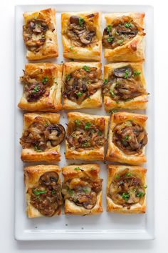Gruyere, Mushroom, & Caramelized Onion Bites 28 Thanksgiving Appetizers To Eat While Cooking – Decor Dolphin Tapas, Holiday Appetizers, Appetizer Recipes, Cheese Appetizers, Appetizer Ideas, Appetizer Dishes, Party Appetizers, Dessert Recipes, Thanksgiving Recipes