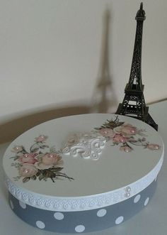 I will show you how to decoupage a lovely tea box from. I used decoupage glue and paper napkins. Decoupage Jars, Decoupage Tutorial, Decoupage Vintage, Recycled Crafts, Diy And Crafts, Coffee Jars, Jar Art, Tea Box, Altered Boxes