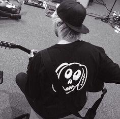 Mikey wearing the same sweatshirt as Luke and Ashton. Mikey Clifford, Michael Clifford, 5sos Instagram, 5sos Merchandise, Guitar Boy, Luke And Ashton, 5secondsofsummer, Calum Hood, 1d And 5sos