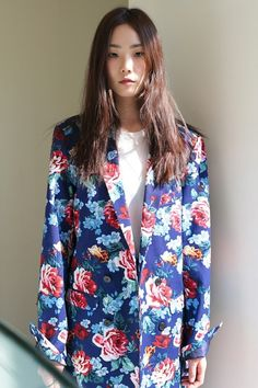 Oversized floral blazer love - Kfashion street style