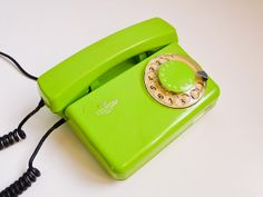 Vintage 70s dial rotary phone electric lime green by EuroVintage, €49.00