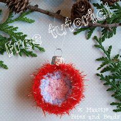 Gratis patroon - Free pattern  #gehaaktekerstbal #crochetbauble bitesandbeads.blogspot.nl