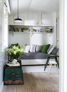 Green and grey summer house reading nook or space-saving sleeping area. Decor, Home, House Design, Summer House, Cottage Interiors, Interior, House Interior, Shed Interior, Apartment Decor