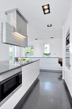 Design by: Nina Therese Oppedal, Studio Sigdal Fredrikstad. Kitchen located in Bygdøy, Oslo. Kitchen Dining, Kitchen Cabinets, Dining Room, Kitchen Interior, Home Kitchens, Modern Farmhouse, Sweet Home, Oslo, Kitchen Ideas