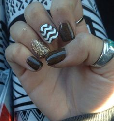cute chevron accent and sparkle nails. Great for fall