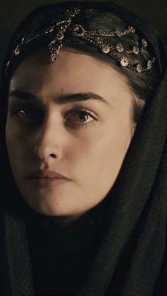 Iranian Beauty, Muslim Beauty, Turkish Beauty, Beautiful Girl Photo, Beautiful Hijab, Turkish Women Beautiful, Beautiful People, Girl Pictures, Girl Photos