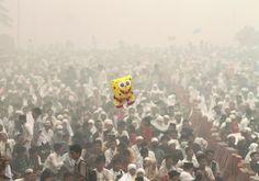 Povo muçulmano participar de uma oração em massa Eid al-Adha como mortalhas embaçamento no Agung Mesquita em Palembang na ilha de Sumatra na Indonésia, 24 de setembro de 2015 nesta imagem feita pelo Antara Foto. REUTERS / Antara Foto / Nova Wahyudi