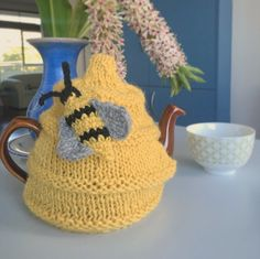 Knitted tea cozy warmers is at the moment tikuchi s favourite handmade garment at home, which brightens my everyday life. A teapot warmer is also a perfect gift idea for all tea lovers.