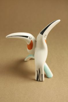 Art deco porcelain: Toucans - Drasche Ceramic Birds, Ceramic Art, Art Deco Furniture, Retro Art, Modernism, Hungary, Pet Birds, Drawing Ideas, Sculpture Art
