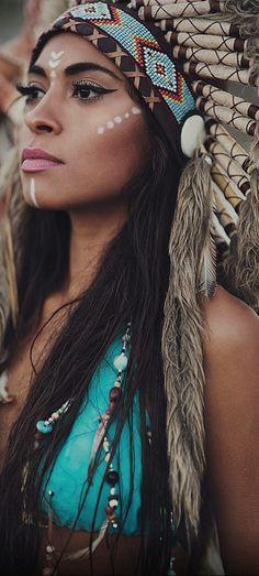 Beauty tricks: 20 tips for beautiful nails Beauty Tips - Halloween Costumes Women Indian Girl Makeup, Girls Makeup, Prom Makeup, Native American Beauty, Native American Indians, Designer Sarees By Sabyasachi, Maquillage Halloween, Halloween Makeup, Halloween Diy