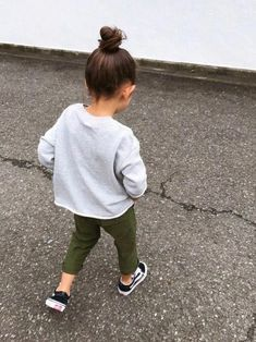 ideas baby girl clothes trendy kids fashion for 2019 Stylish Toddler Girl, Trendy Baby Girl Clothes, Trendy Kids, Little Girl Outfits, Toddler Girl Outfits, Stylish Kids, Baby Outfits, Toddler Girl Style, Stylish Baby