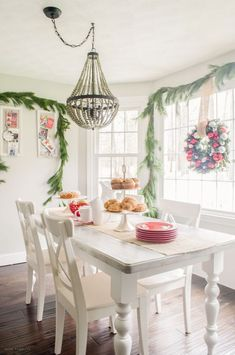 Christmas Brunch in the Breakfast Nook | Gather inspiration for hosting your very own Christmas Brunch. It's a great Christmas morning tradition to share with your family and friends!