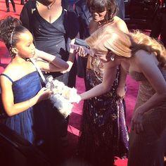 Quvenzhane Wallis, 9, indicada ao Oscar de melhor atriz pelo filme 'Indomável sonhadora #Oscars #Oscar2013 #redcarpet