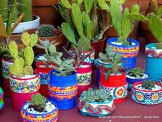 This Pin was discovered by Ann Painted Flower Pots, Ceramic Flower Pots, Painted Pots, Tin Can Crafts, Diy And Crafts, Garden Projects, Projects To Try, Recycle Cans, Bottle Crafts