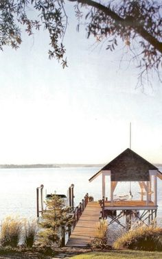 lake cabin dock - yet another place I could spend a few/couple hundred hours. I want!!