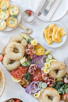 A fully loaded Bagel Board for brunch, do I need to say more? This is such a fun way to create a brunch that is sure to be a hit with… Healthy Breakfast Recipes, Brunch Recipes, Healthy Snacks, Vegetarian Recipes, Dinner Recipes, Keto Snacks, Fun Baking Recipes, Cooking Recipes, Cooking Tips
