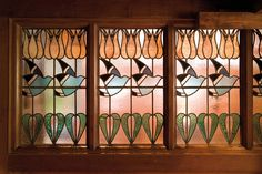 Stained glass at Blackwell House. Love the flowers, not the birds Stained Glass Panels, Stained Glass Patterns, Leaded Glass, Stained Glass Art, Mosaic Glass, Beveled Glass, Glass Vase, Arts And Crafts Interiors, Arts And Crafts Furniture