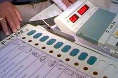 EC to Hold EVM Demo of Its Own Decide on Hackathon Tomorrow  source  EC to Hold EVM Demo of Its Own Decide on Hackathon Tomorrow  New Delhi:-The Election Commission will hold a demonstration on Saturday to counter the charge of EVM tampering levelled by a host of opposition parties chiefly the AAP. The date of the hackathon  the poll panels open challenge to technocrats and political parties  is also likely to be decided on Saturday.  The poll panels demonstration comes weeks after the Aam…