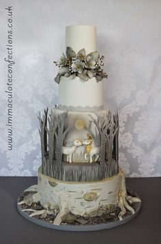 See some amazing wedding cakes from around the world to inspire your own wedding cake design - featuring everything from cheese towers to chocolate cakes Floral Wedding Cakes, Themed Wedding Cakes, Wedding Cake Designs, Themed Cakes, Cake Wedding, Wedding Cupcakes, Wedding Bands, Gorgeous Cakes, Pretty Cakes