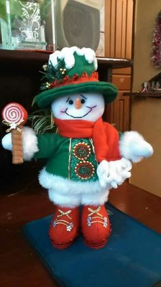Nieve come dulce Christmas Elf Doll, Felt Christmas Stockings, Christmas Stocking Pattern, Christmas Sewing, Christmas Art, Christmas Projects, Christmas Ornaments, Snowman Crafts, Xmas Crafts