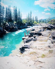 Alberta's Secret Turquoise Swimming Hole Needs To Be On Your Summer Bucket List - Narcity Cool Places To Visit, Places To Travel, Travel Destinations, Outdoor Dates, Alberta Travel, Canadian Travel, Summer Bucket Lists, Swimming Holes, Yellowstone National Park