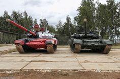 T-72B4 & T-90A. Źródło: Wikimedia Commons.