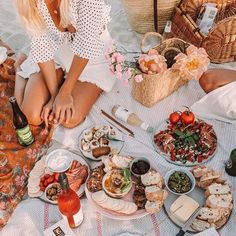 "Yesterday evening celebrating lil birthday with all things yummy"" Backyard Picnic, Beach Picnic, Summer Picnic, Beach Bbq, Brunch, Comida Picnic, Picnic Photography, Cute Food, Good Food"