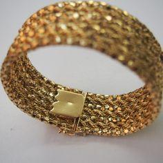 Bracelete em Ouro amarelo 18k  medindo 20 cm  peso 48,7 gr.