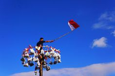 """Indonesian Tradition every Independence Day called """"Panjat Pinang"""" #exploreindonesia #travel #culture"""